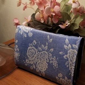 ANTIQUE TRI FOLD LADIES WALLET